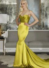 Платье вечернее желтое русалка с драпировкой