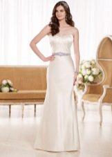 Атласное платье свадебное декорированное поясом