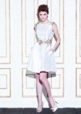 Свадебное платье из атласа короткое с камнями