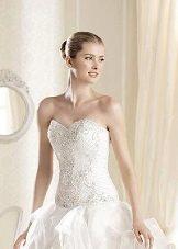атласное свадебное платье с паетками