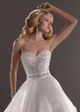 атласное свадебное платье со стразами