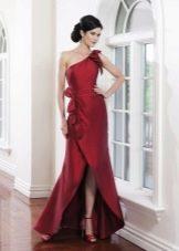 Вечернее бордовое платье с разрезом