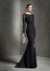 Черное вечернее платье с кружевными вставками