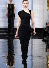 Вечернее платье с асимметричным верхом
