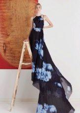 Вечернее платье со шлейфом с синими цветами