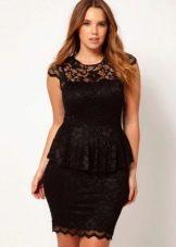 Короткое черное платье для полных с баской