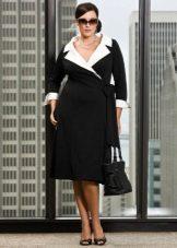 Черное вечернее платье для полных с белым воротником