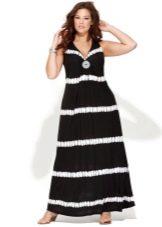 Вечернее платье футляр для полных черное с горизонтальной белой полосой