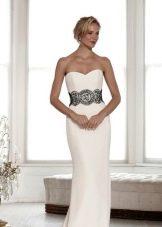 Свадебное белое платье с черным поясом