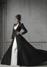 Черное закрытое свадебное платье