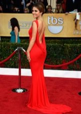 Красное дорогое вечернее платье