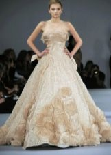 Свадебное платье А-силуэта с цветами