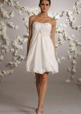 Короткое свадебное платье с юбкой колокол