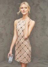 Вечернее платье-футляр от Проновиас