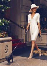 Сиреневое платье футляр