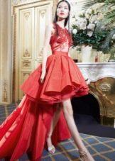 Короткое вечернее платье со шлейфом от Йолан Крис