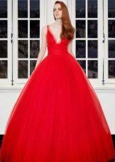 Пышное вечернее красное платье