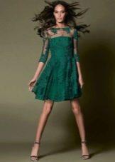Короткое кружевное зеленое вечернее платье