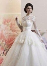 Свадебное пышное платье с корсетом и баской
