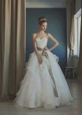 Свадебное платье пышное с драпировкой на корсете