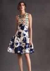 Короткое вечернее платье с пышной юбкой