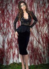 Черное платье с кружевом и баской