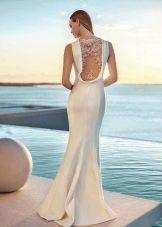 Белое вечернее платье с кружевом на спине