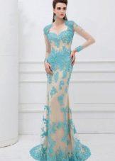 Вечернее платье с голубым кружевом