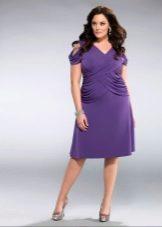 Короткое фиолетовое платье на свадьбу для полных