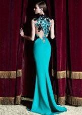 открытая спина в вечернем мятном платье