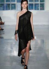 Вечернее платье с асимметричным верхом черное
