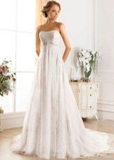 Свадебное платье из коллекции Idylly от Naviblue Bridal с завышенной талией