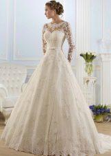 Свадебное платье с закрытым горлом  из коллекции ROMANCE от Naviblue Bridal