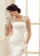 Оформление верха платья кружевом