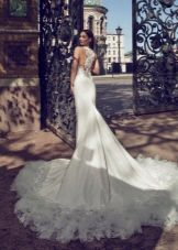 Свадебное платье с кружевом на шлейфе