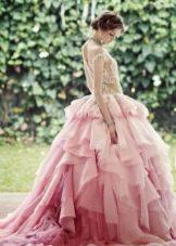 Пышное свадебное платье розовое в стиле принцесса