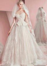 Свадебное платье от Зухаира Мурада 2016 кружевное с баской