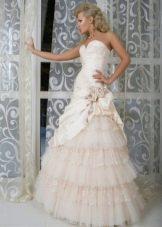 Свадебное платье из коллекции Femme Fatale с пышной юбкой