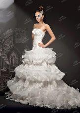 Свадебное платье от To Be Bride 2013 с многоярусной юбкой