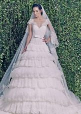 Свадебное платье из зимней коллекции 2014  с многослойной юбкой