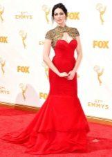 Laura Prepon - платье Эмми 2015