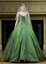 Зеленое пышное свадебное платье