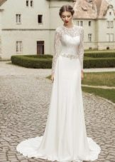 Закрытое прямое свадебное платье со шлейфом