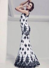 Прямое свадебное платье с черным кружевом