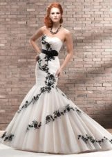 свадебное платье с черным кружевом рыбка