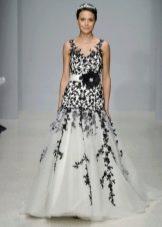 свадебное платье с черным кружевом а-силуэта