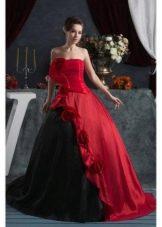 Черно-красное пышное свадебное платье