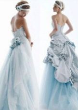 Голубое свадебное платье светлых тонов со шлефом