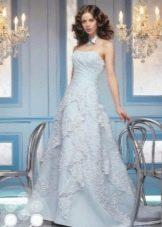 Свадебное платье а-силуэта светло голубое