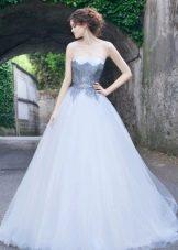 Свадебное платье с голубым кружевом